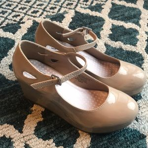 Soda Girls tan wedge/pumps size 3.5 youth